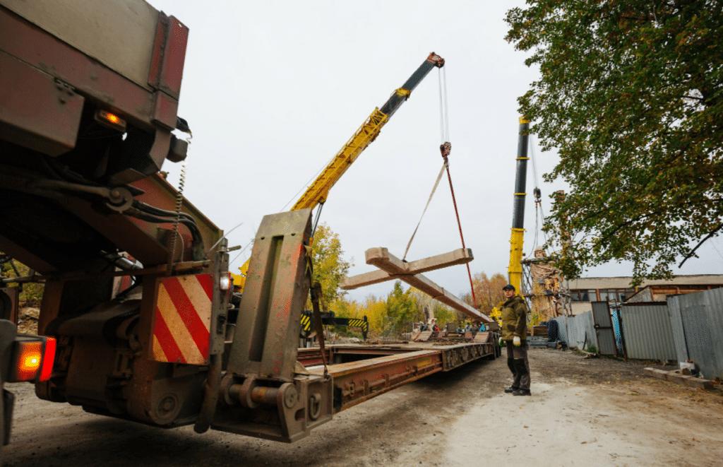Установка памятника Князю Владимиру в Москве с помощь автокранов Либхер - КранМар.