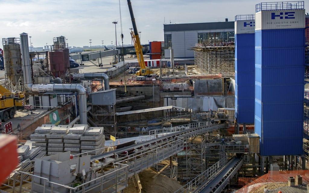 Реконсрукция и возведение объектов в Шереметьево с помощью автокранов компании КранМар.
